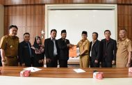 KPU Serahkan Hasil Pleno Penetapan Anggota DPRD ke Pemkot Pagar Alam